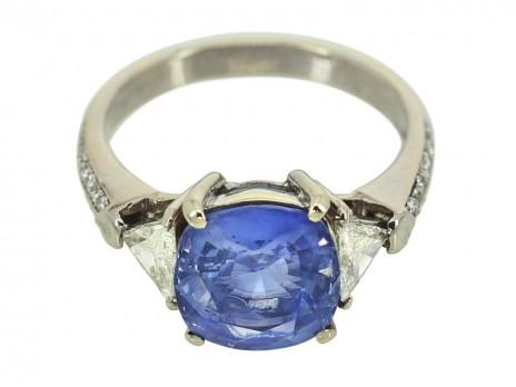 479a855a76 4,2 ct-os ceyloni zafír gyűrű, gyémántokkal